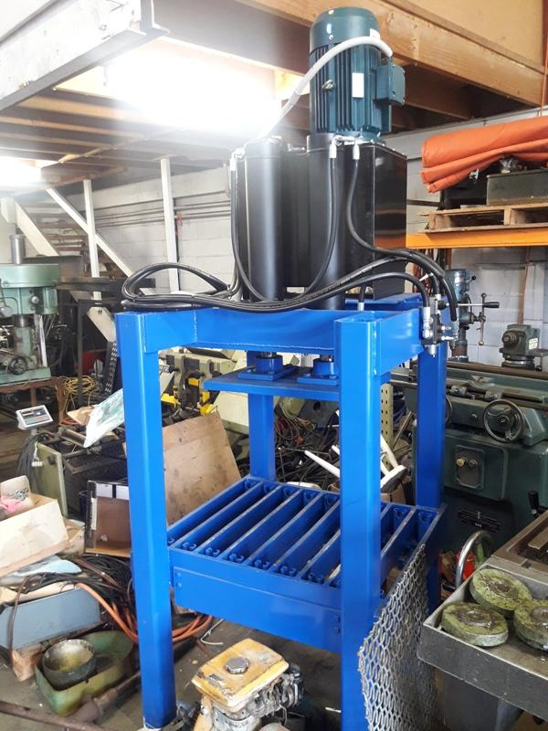 Hydraulic press with twin rams and 3 phase powerpack, as new